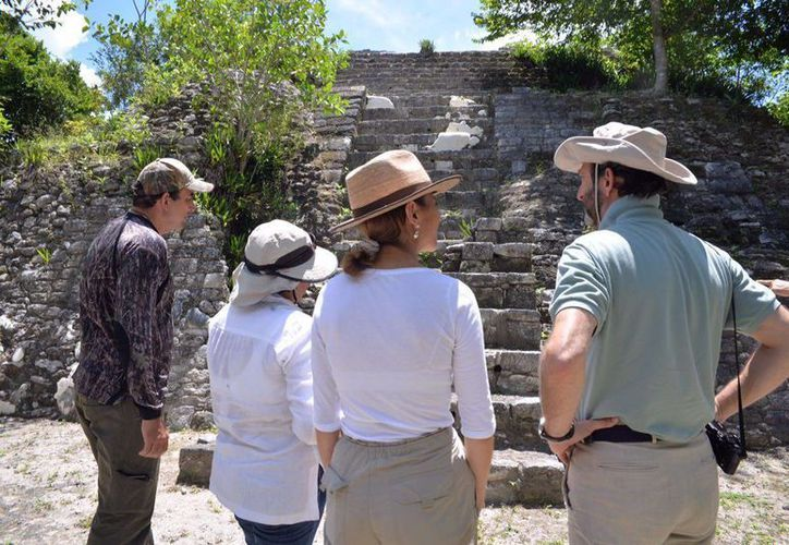 Autoridades de Q. Roo, México y de Alemania recorrieron recientemente la zona arqueológica Ichkabal. (Javier Ortiz/SIPSE)
