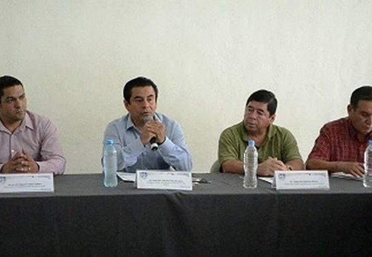 El edil Francisco Flota Medrano reconoció la labor de la Universidad Politécnica de Bacalar (UPB). (Redacción/SIPSE)