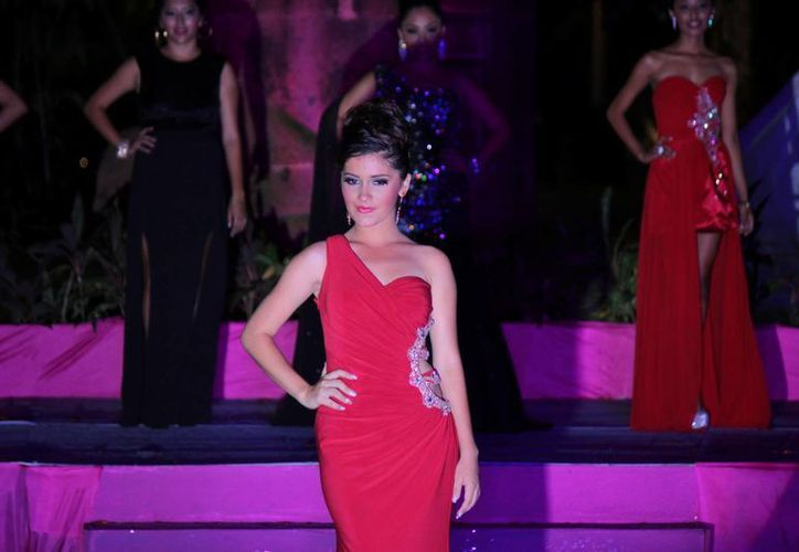 "Daniela Canché Vela fue elegida ""Embajadora Juventud Cozumel 2014"". (Gustavo Villegas/SIPSE)"