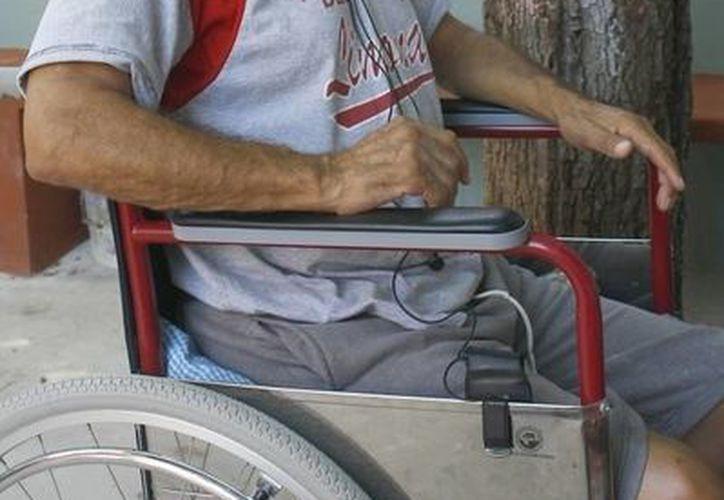 Atender a una persona dependiente agota físicamente al cuidador, indica especialista. (Archivo/SIPSE)