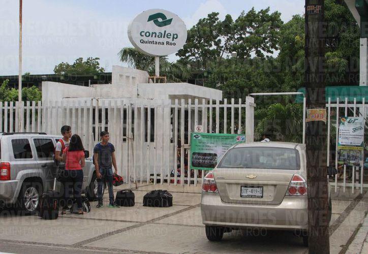 Integrantes del sindicato de trabajadores del Conalep denuncian un desvío de más de 10 millones de pesos. (Joel Zamora/SIPSE)