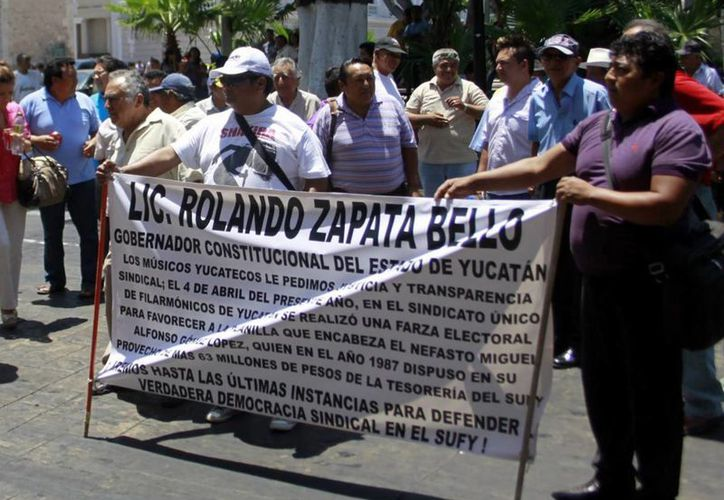 Teddy Valle y su gente se manifestó en abril pasado para que se invalide a la nueva directiva liderada por Gómez. (SIPSE)