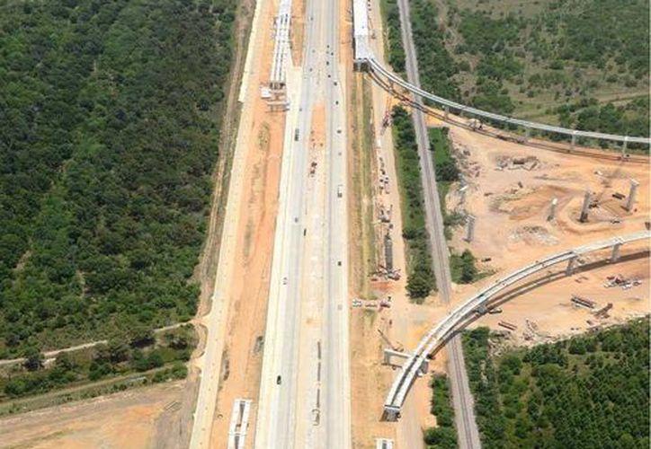 En Estados Unidos se construyen carreteras, pistas de aeropuertos, puentes y vivienda con material de la Riviera Maya. (Foto de Contexto/Internet)