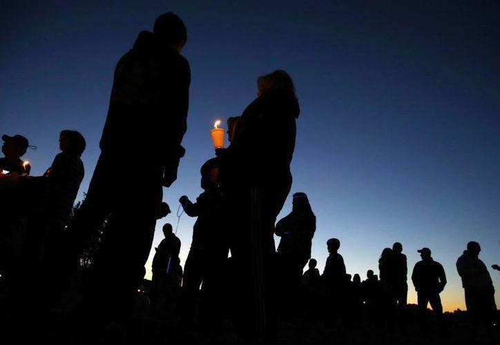 Manifestación anti bullying en la escuela secundaria de Nueva Jersey 'Sayreville War Memorial High School'. (Foto: AP)