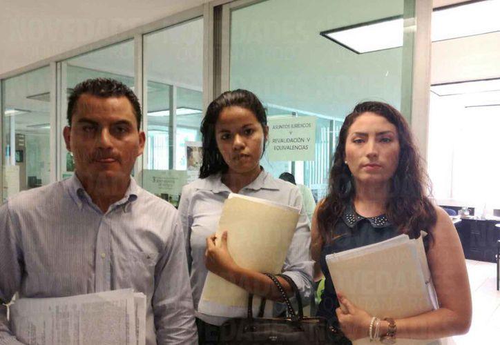 Estudiantes de la Universidad Kukulcán de Cancún reclaman que desde 2013 el instituto no entrega títulos universitarios. (Verónica Fajardo/SIPSE)