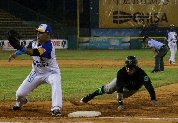 Leones de Yucatán, con un buen pitcheo, frenó la ofensiva de Olmecas y derrotó al equipo tabasqueño 2-1. (SIPSE)