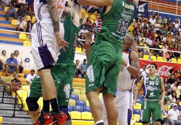 El equipo complementa y acopla las bases de armadores ofensivos y defensivos. (Ángel Mazariego/SIPSE)