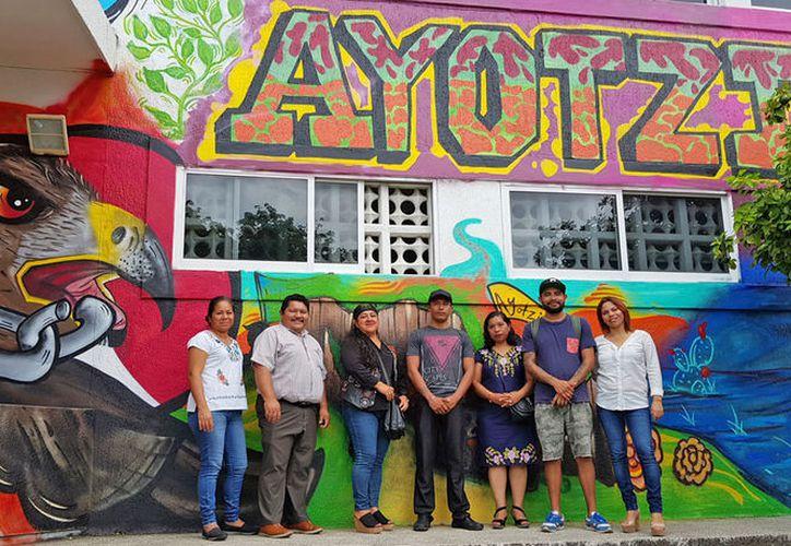 Ayer se presentó uno de los cuatro murales elaborados en honor de los normalistas desaparecidos en Ayotzinapa. (Jesús Tijerina/SIPSE)