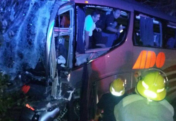 El accidente se registró cerca de las 01:15 de la madrugada en el kilómetro 175 de la autopista de cuota Mérida- Cancún. (SIPSE)