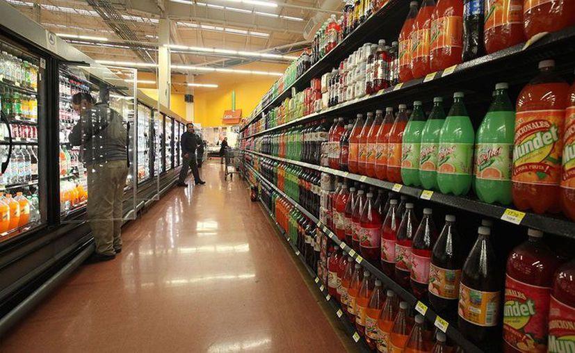 Los refrescos, la comida chatarra, las cervezas y los cigarros aportan el 45% de la recaudación al IEPS. (El Economista)