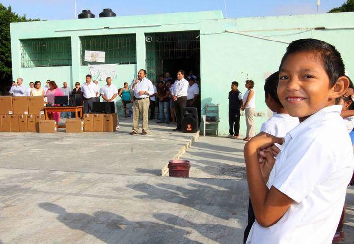 Una primaria de la colonia Chuminópolis estuvo entre los planteles beneficiados con los apoyos. (Cortesía)
