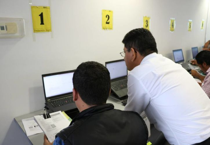 Exhortan a los contribuyentes a ponerse al corriente con la e-contabilidad. (Miguel Ángel Ortiz/SIPSE)