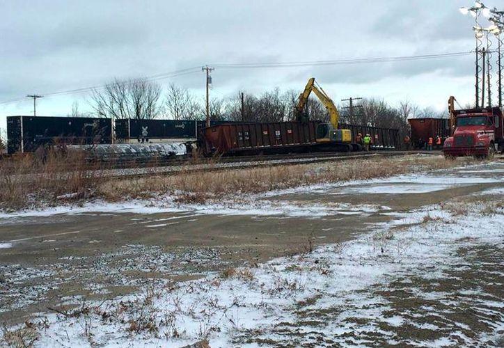 El descarrilamiento de un tren en Nueva York motivó la evacuación de viviendas en la zona. (AP)