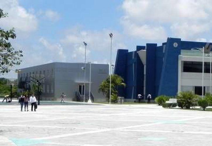 La Universidad Tecnológica de Cancún servirán de resguardo para los turistas en caso de un huracán. (Redacción/SIPSE)