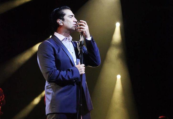 """""""Me olvidé de vivir"""" es el corte más reciente del álbum """"Confidencias"""" de Alejandro Fernández, el cual fue lanzado en agosto. (Archivo Notimex)"""