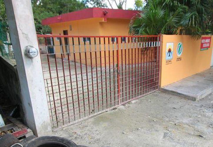 El edificio del Centro de Control Animal se encuentra en malas condiciones y sin personal que atienda. (Gustavo Villegas/SIPSE)