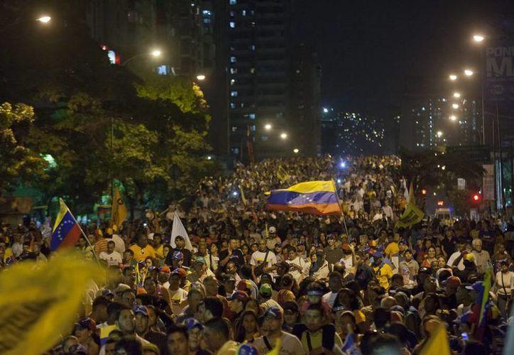La detención de cuatro jóvenes, durante una manifestación, ha levantado ámpula en el sector estudiatil de Venezuela; la manifestaciones están a la orden del día en algunas ciudades. La imagen es de archivo. (EFE)
