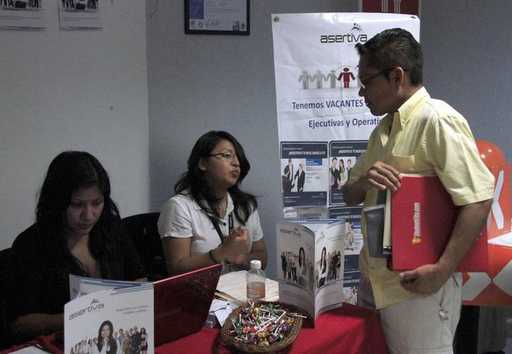 Indican que el 32% de los buscadores de empleo son universitarios titulados. (Tomás Álvarez/SIPSE)