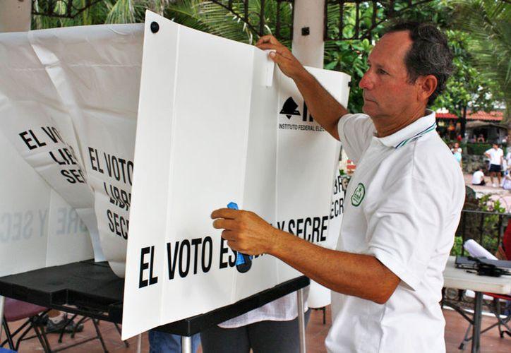 La Dirección General del Registro Federal de Electores entregará la lista nominal definitiva y con ella revisan la base de datos de funcionarios. (SIPSE)