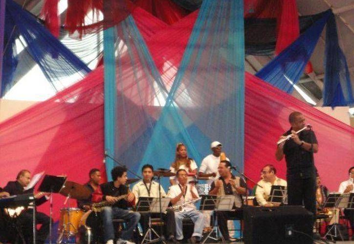 La organización de eventos culturales y artísticos permiten ampliar las opciones de entretenimiento en Cancún. (Archivo/SIPSE)