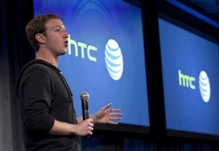 Mark Zuckerberg, creador de Facebook, podría ver mermadas sus ganancias más pronto de lo esperado. (EFE/Archivo)