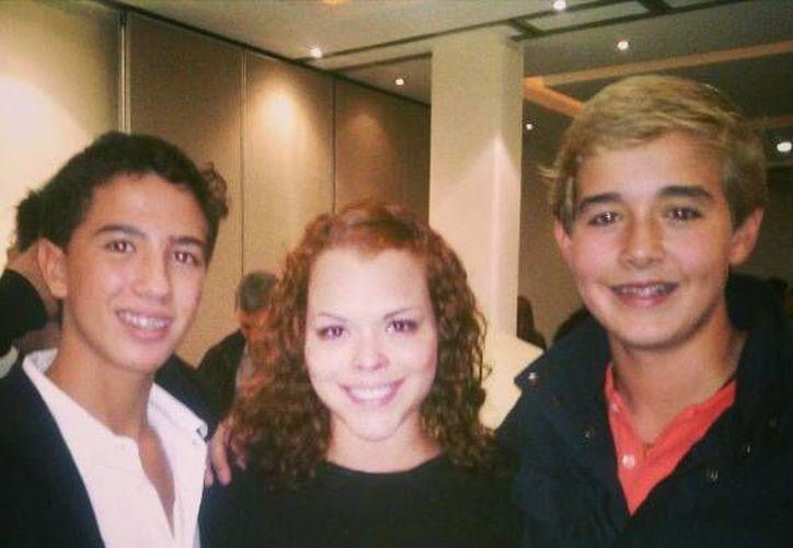 Esteban con Perla Ernest, directora en México del Programa McGuire, y el instructor. (Cortesía)