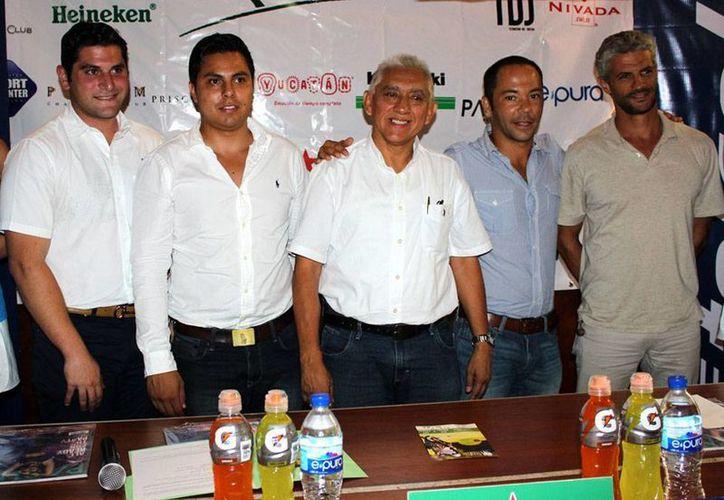 Este martes se anunció la II Edición de la Copa Yucatán de Polo 2015, que se llevará a cabo este fin de semana. En la imagen, los organizadores del evento, durante la rueda de prensa. (Milenio Novedades)