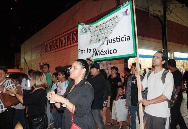 La sociedad de Playa del Carmen apoya a las víctimas de la violencia nacional, porque está herida, opina el párroco Pablo Pérez Guajardo. (Octavio Martínez/SIPSE)