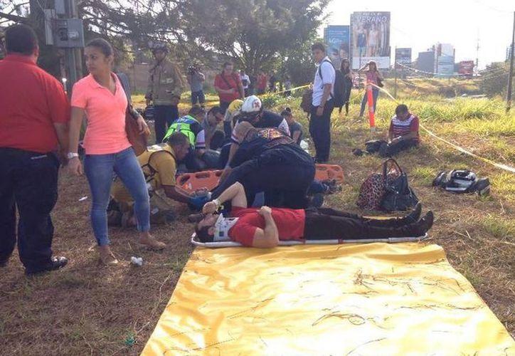 El choque frontal entre dos trenes cerca de San José dejó al menos 50 heridos. (nacion.com)