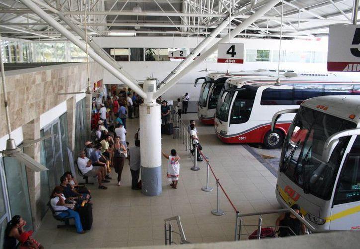 La terminal de ADO de Playa del Carmen espera aumentar el número de corridas que van al aeropuerto de Cancún. (Octavio Martínez/SIPSE)