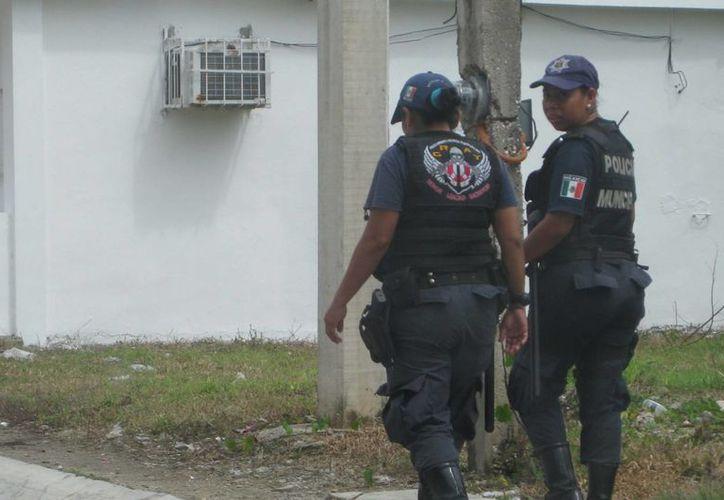 La Policía Municipal Preventiva se encuentra tras 'la huella' de los timadores del billete de lotería. (Javier Ortiz/SIPSE)
