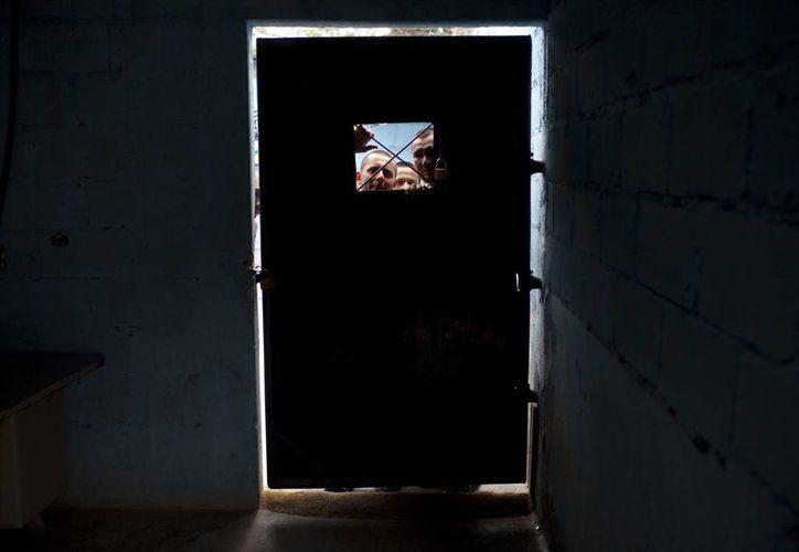 Al 2013, la población penitenciaria en Honduras es de 12,263 reos, pese a que las prisiones solo tienen capacidad para 8,120 internos. (Agencias)