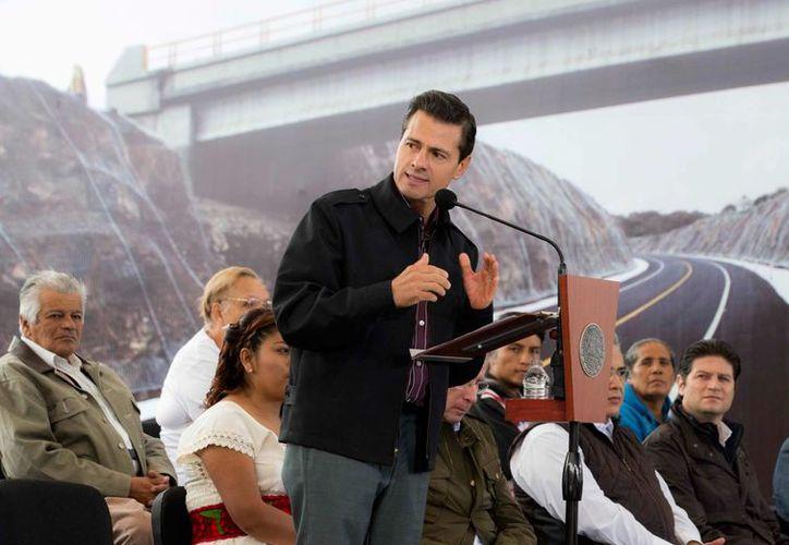 Peña Nieto visitó Morelia, Michoacán, para entregar las obras de la autopista Cuitzeo-Pátzcuaro. (Presidencia)