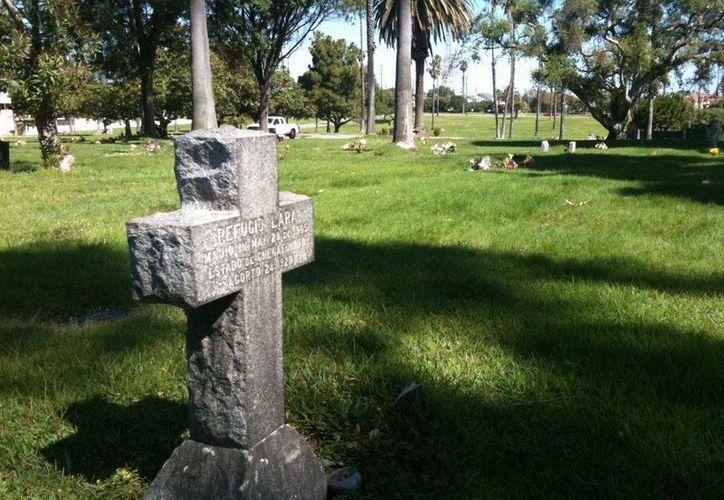 El cementerio de Boyle Heights, en Los Ángeles recibe cada año decenas de restos de personas desconocidas. (cpr.org)