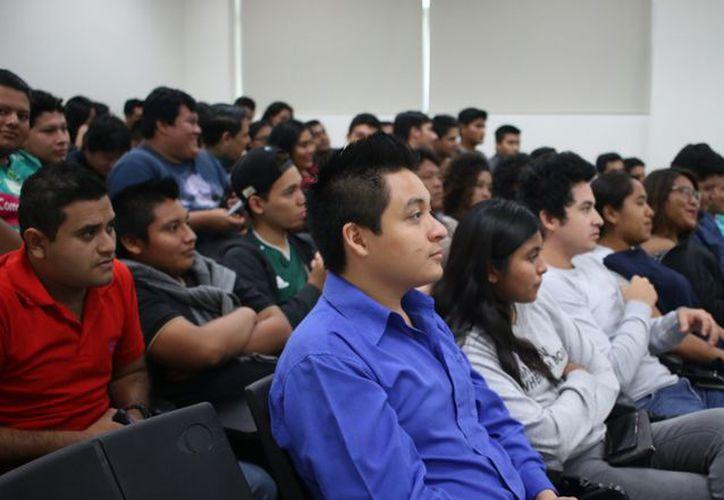 El DIF capacita a jóvenes para que ayuden en la prevención del suicidio. (Alejandra Carrión/SIPSE)