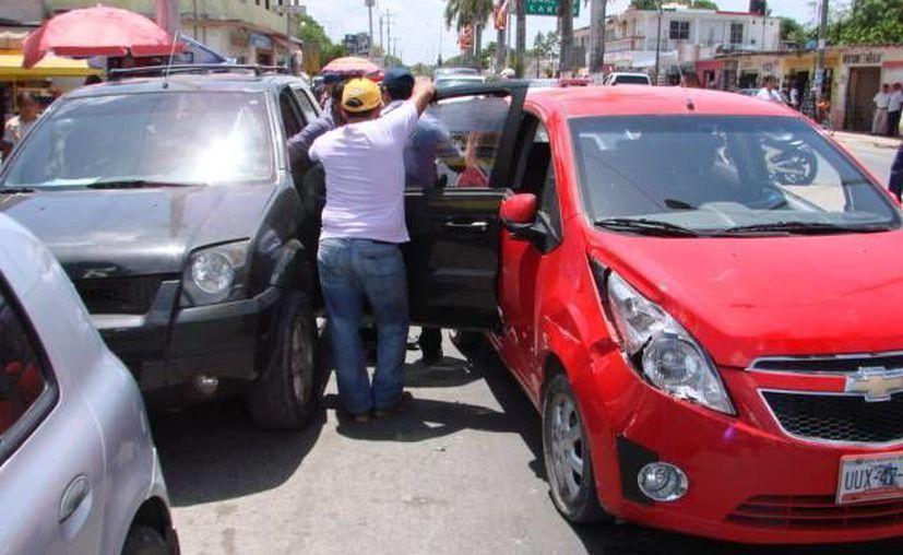 Los daños materiales de vehículos ascendieron a más de 25 mil pesos. (Redacción/SIPSE)