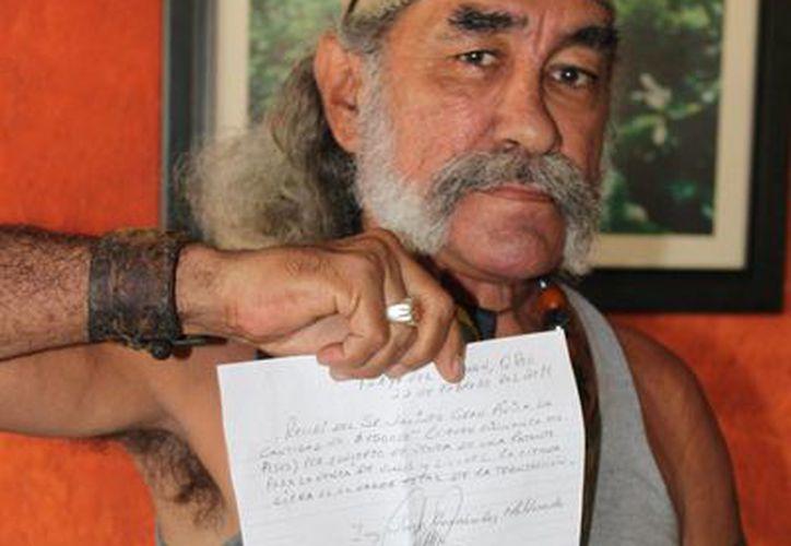 El afectado presentó la denuncia a los medios de comunicación. (Adrián Barreto/SIPSE)