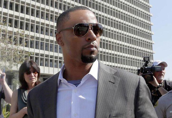 La entrega del ex jugador de la NFL Darren Sharper (foto), el pasado jueves por la noche, fue coordinada con antelación, dijo el oficial de la policía de Los Angeles Bruce Borihan. (Agencias)