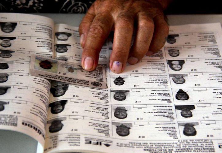 El INE emitió la resolución mediante la cual aprueba la forma definitiva del Listado Nominal de Electores que será utilizada para la jornada de este 7 de junio. (Archivo/Notimex)