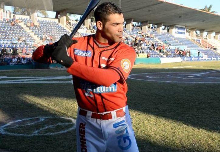 El outfielder cubano Luis Fonseca es uno de los cinco refuerzos extranjeros de Leones de Yucatán para esta temporada. (SIPSE/Archivo)