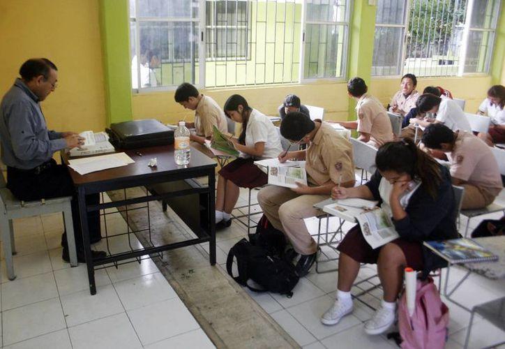 Para abatir el rezago en Yucatán, la SEE establece un sistema de evaluación del proceso enseñanza-aprendizaje.(Christian Ayala/SIPSE)