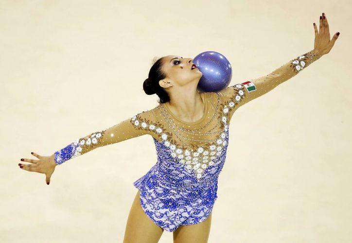 La mexicana Karla Díaz obtuvo 15.267 puntos por su rutina en gimnasia rítmica, lo que le valió la medalla de bronce. (AP)