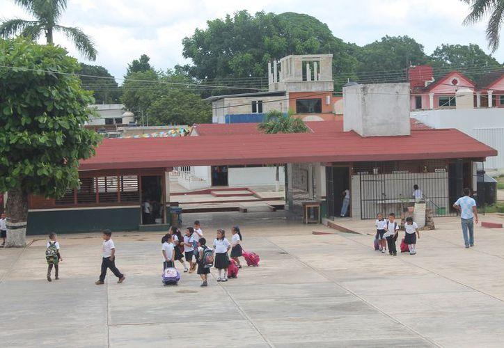Piden no mandar al niño a la escuela si tiene síntomas de conjuntivitis. (Gloria Poot/SIPSE)