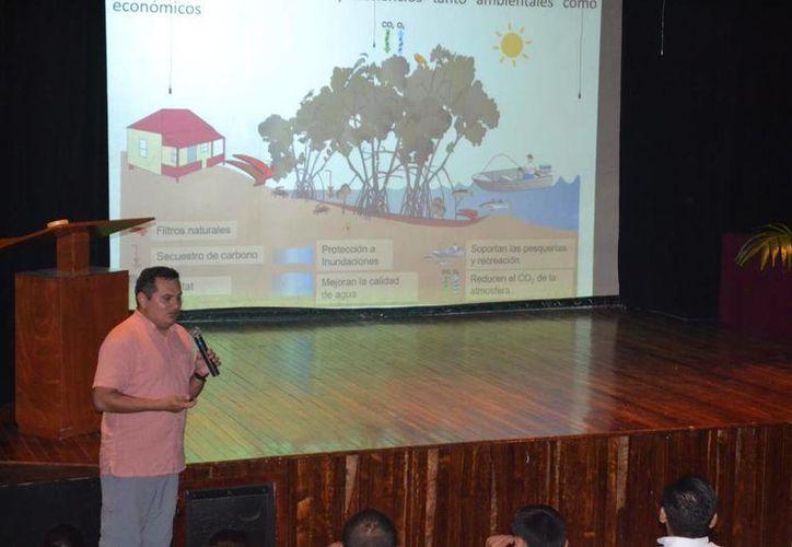 """Conferencia, """"Restauración y Conservación del Ecosistema de Manglar en Isla de Cozumel"""" (Irving Canul/ SIPSE)"""