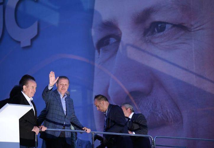 Los críticos temen que Recep Tayyip Erdogan impulse la islamización de Turquía. (AP)