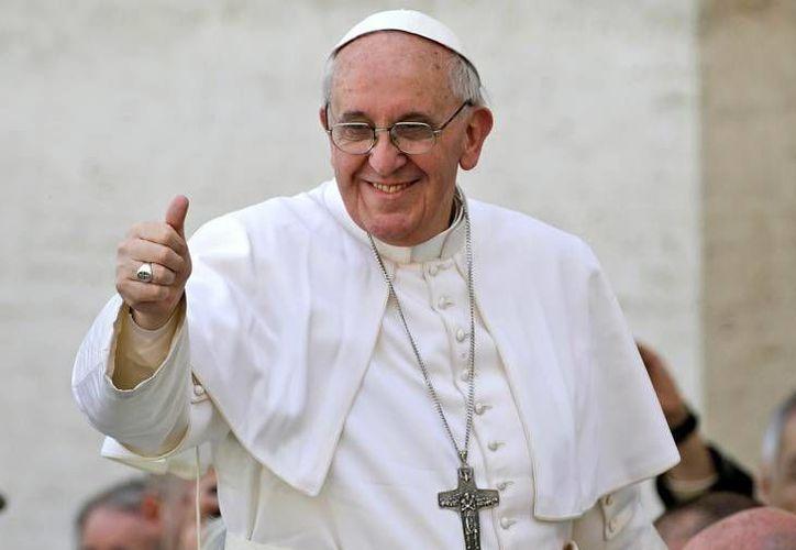 """""""Gracias Papa Francisco por lo que hizo en nuestra escuela"""", dijo uno de los niños al Pontífice. (Agencias/Archivo)"""