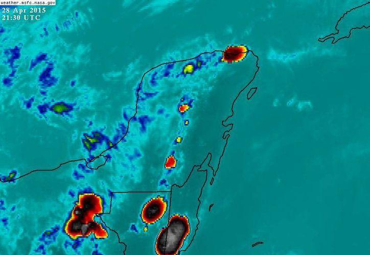 La formación de celdas de tormenta sobre la Península de Yucatán, vistas desde el satélite. (Conagua)