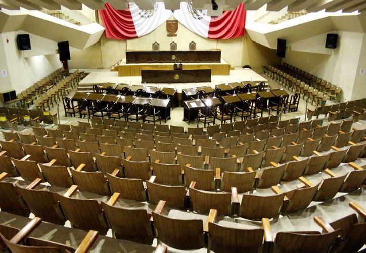 Ayuntamientos yucatecos recibirán a manera de donativo las bancas de la exsede del Congreso de Yucatán, que será demolido para dar paso a la Casa de la Música. (SIPSE)