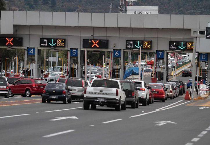"""Calcular el costo del viaje según las casetas de peaje, así como el consumo de gasolina, son dos opciones que ofrece """"Traza tu ruta"""", la aplicación de SCT. (Archivo/Notimex)"""