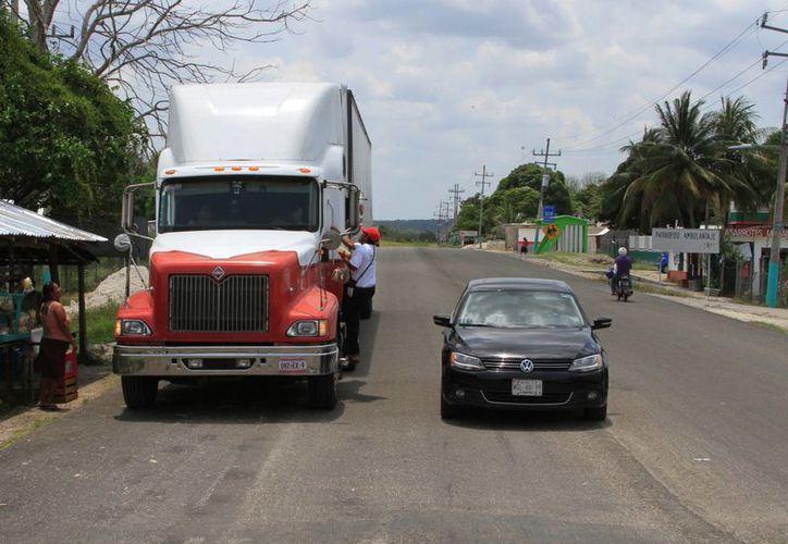 Las carreteras están diseñadas con base en la ingeniería de transito. (Ángel Castilla/SIPSE)